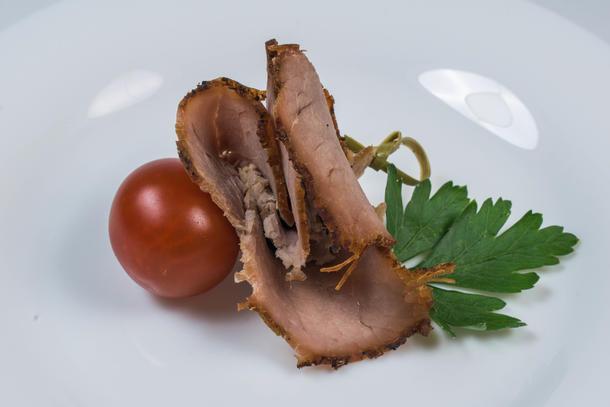 Канапе с бужениной и помидоркой чери