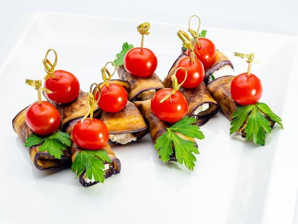 Рулетики из баклажан с сырной начинкой и орешками