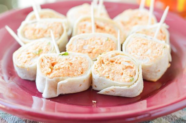 Тортилья с филе цыпленка, ассорти салатом и пряной морковью