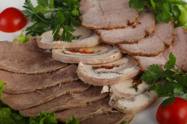 Классическое мясное ассорти с домашней хреновиной