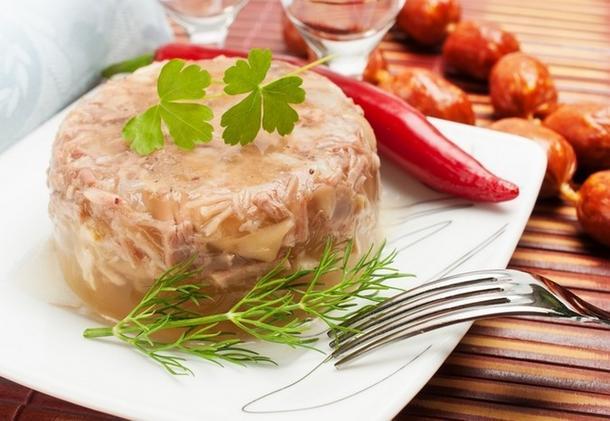 Студень мясной с пряной хреновиной