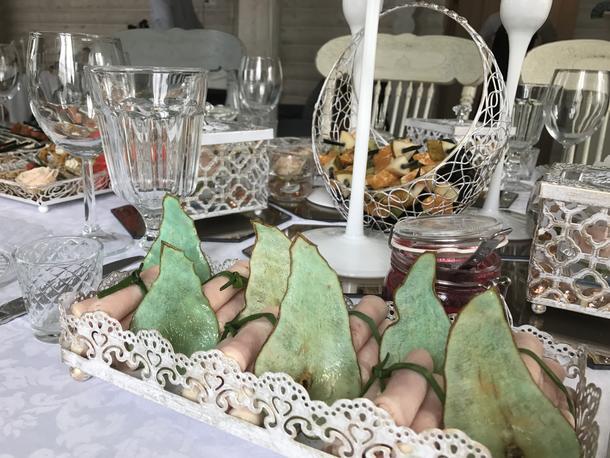 Жульен с куриной грудкой, сыром и сливками, в керамической кокотнице