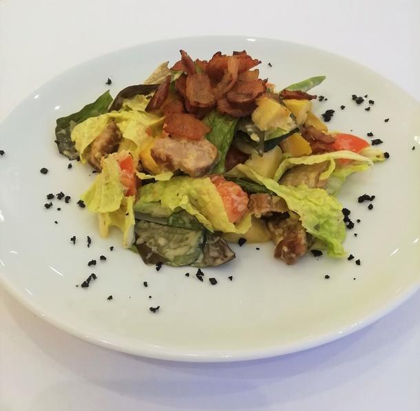 Лёгкий салат с жареной свининой