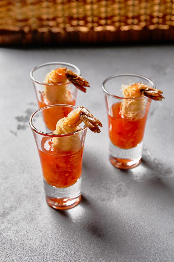 Креветка катаифи и соусом сладкий чили