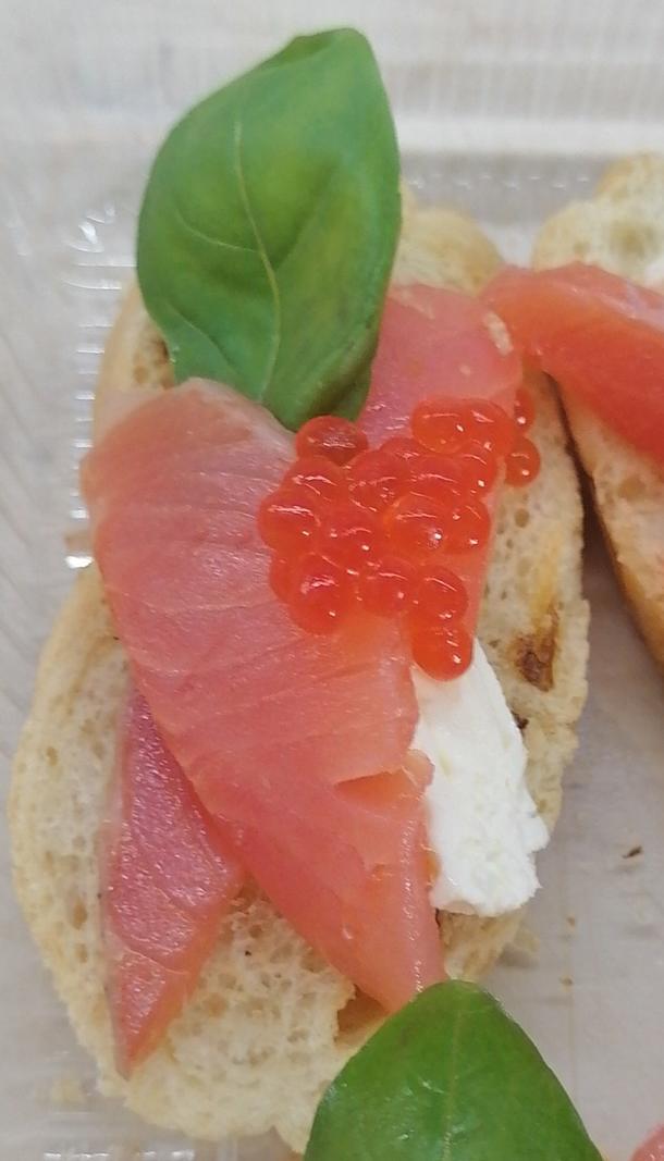 Брускетта с лососем и сливочным сыром