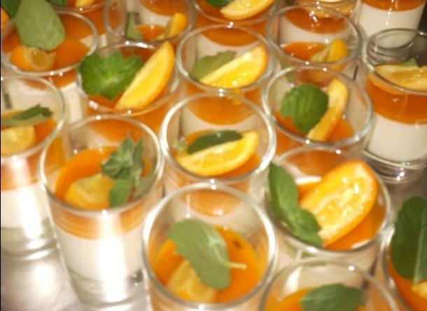 Мусс из белого шоколада с апельсиновым желе