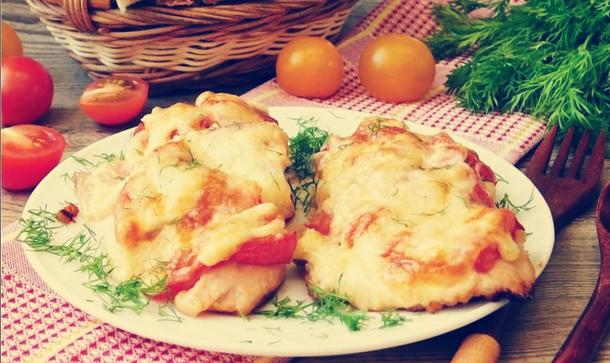 Филе куриное, запечённое с томатами