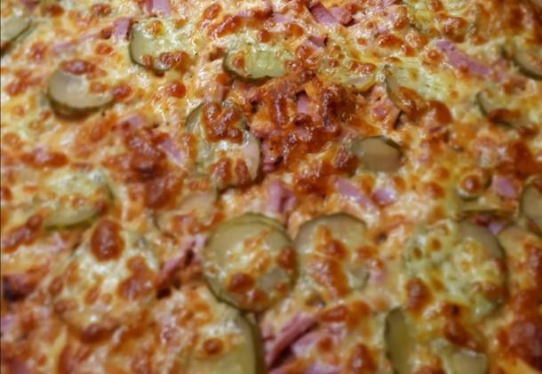 Пицца с ветчиной и сыром